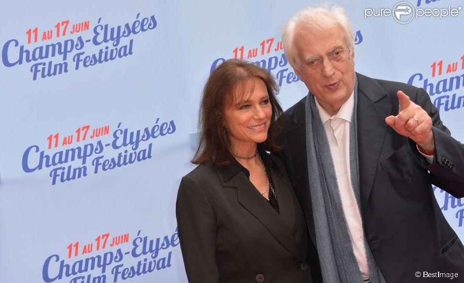 Jacqueline Bisset (présidente d'honneur) et Bertrand Tavernier (président d'honneur) lors du photocall de la cérémonie de clôture du 3e Champs-Elysées Film Festival au Publicis à Paris, le 17 juin 2014