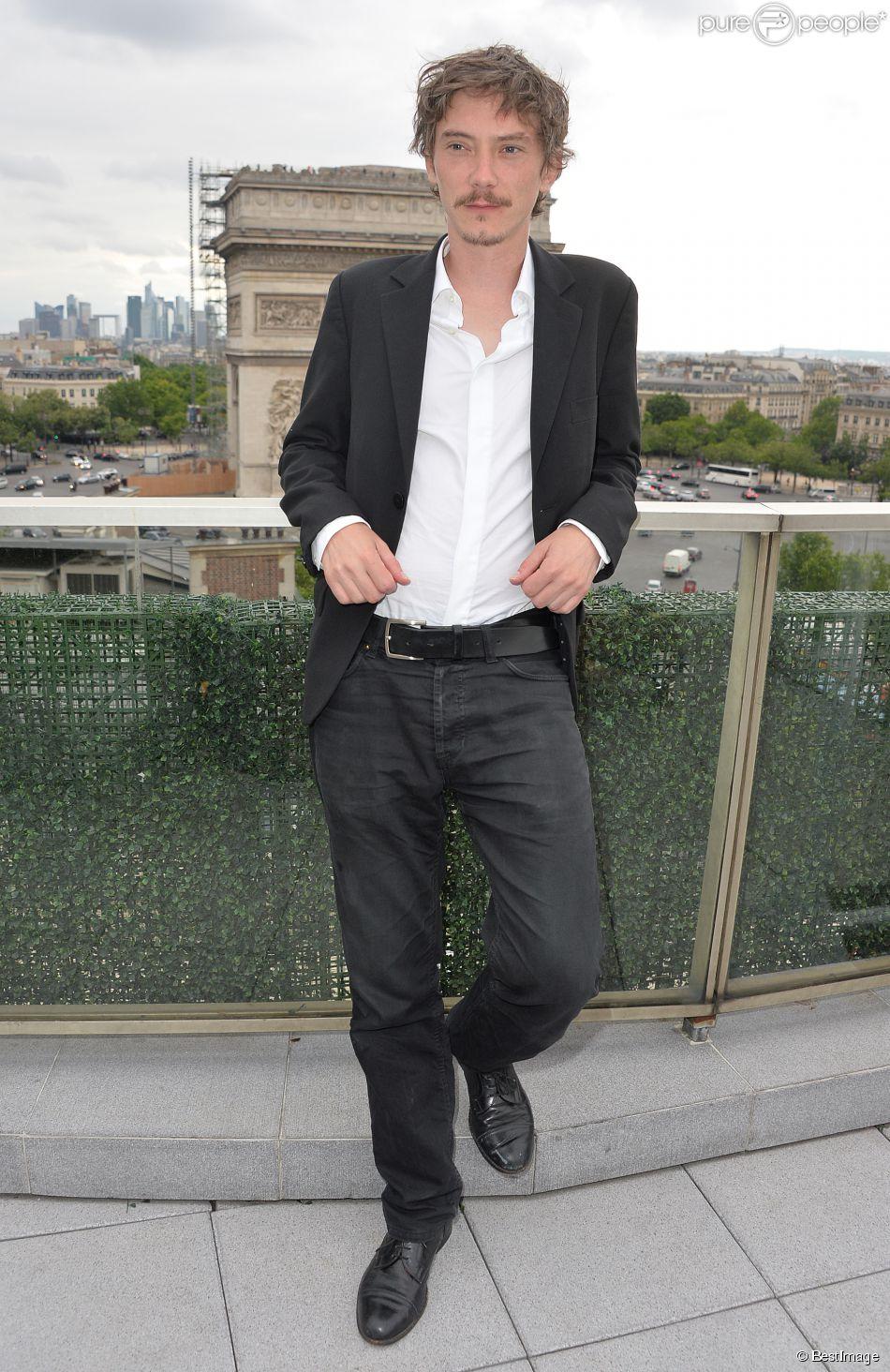 """Exclusif - Swann Arlaud - Les acteurs et les invités du film """"Bon rétablissement !"""" sur la terrasse du Publicis et à l'avant-première du film lors du 3e Champs-Elysées Film Festival à Paris, le 16 juin 2014."""