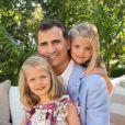 Portrait officiel du prince Felipe qui pose avec ses filles Leonor et Sofia à Madrid en Espagne en août 2012.  New official pictures of future King Felipe VI and daughters Leonor and Sofia.01/08/2012 -