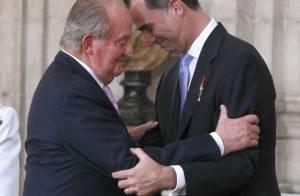 Felipe d'Espagne: Juan Carlos abdique dans l'émotion, Leonor et Sofia attentives