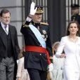 Le roi Felipe VI, la reine Letizia d'Espagne et leurs filles, la princesse Leonor et l'infante Sofia, arrivent au parlement pour la cérémonie d'investiture à Madrid le 19 juin 2014