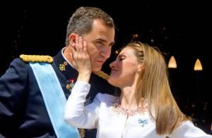 Felipe VI roi d'Espagne : Un tendre baiser pour l'Histoire avec sa belle Letizia