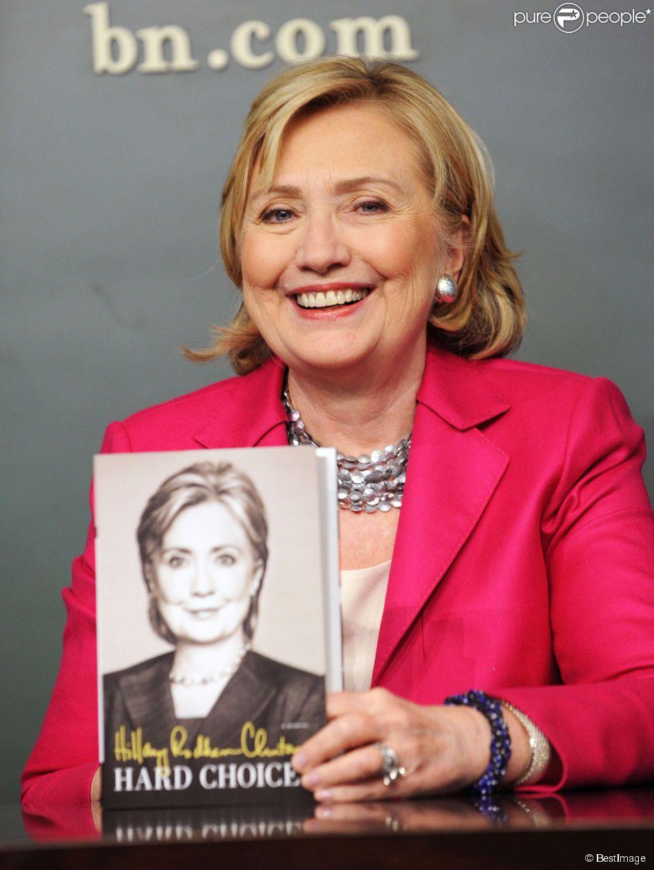 """Hillary Rodham Clinton fait la promotion de son livre """"Hard Choices"""" à """"Barnes & Noble Union Square"""" à New York, le 10 juin 2014"""