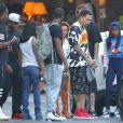 Exclusif - Chris Brown et des amis quittent l'hôtel SLS à Beverly Hills. Le 20 juin 2014.