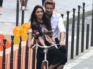 Simon Baker : À vélo à Paris, il séduit une charmante jeune femme