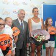 Laure Manoudou en compagnie du maire de Boulogne-Billancourt Pierre-Christophe Baguet, présente sa collection de maillots de bain 'Laure Manaoudou Design' lors d'un défilé à la Piscine de Boulogne-Billancourt le 2 Juillet 2014.
