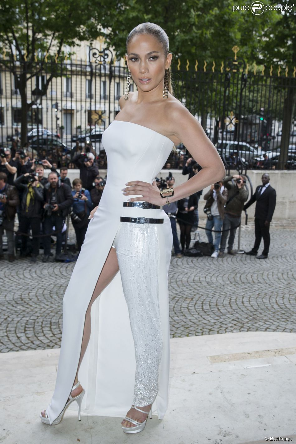 Fashion week jennifer lopez et zahia dehar sublimes for Chambre de la haute couture