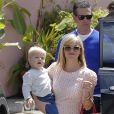 Reese Witherspoon et son fils Tennessee à Santa Monica, Los Angeles, le 26 avril 2014.