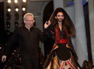 Conchita Wurst, mannequin surprise chez Gaultier face à Nabilla et Thomas