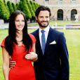 Sofia Hellqvist et le prince Carl Philip de Suède pris en photo le 27 juin 2014 au palais royal, à Stockholm, lors de la conférence de presse d'annonce de leurs fiançailles.