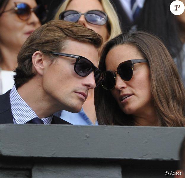 Pippa Middleton et son petit ami Nico Jackson lors de la finale de Wimbledon entre Roger Federer et Novak Djokovic le 6 juillet 2014 à Londres. Quelques jours plus tard, l'Evening Standard révélait que le golden boy s'apprêterait à quitter son poste à la Deutsche Bank pour un emploi à Genève, en Suisse, dans le fonds d'investissement Jabre Capital Partners.