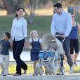 """Katie Holmes et Ryan Reynolds en famille sur le tournage du film """"Woman in Gold"""" à Culver City, le 16 juillet 2014."""