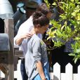 """Katie Holmes et Ryan Reynolds très proche sur le tournage du film """"Woman in Gold"""" à Culver City, le 16 juillet 2014."""