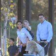 """Ryan Reynolds et Katie Holmes sur le tournage, à Los Angeles, du film""""Woman in Gold"""", le 16 juillet 2014."""