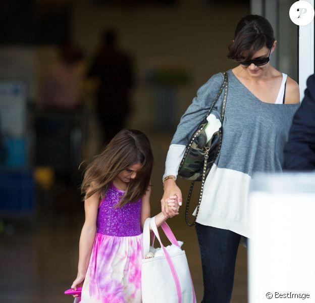 Katie Holmes et sa fille Suri arrivent à New York en provenance de Los Angeles, le 23 juillet 2014.