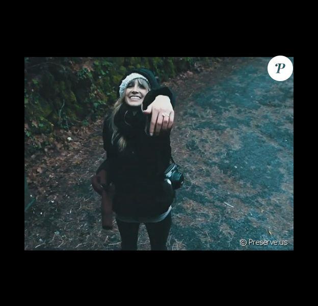 Blake Lively exhibe sa bague de fiancailles dans une vidéo postée sur son site Preserve.us