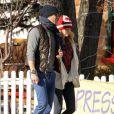 Exclusif - Ryan Reynolds et sa femme Blake Lively se promènent à Aspen dans le Colorado le 29 décembre 2013.