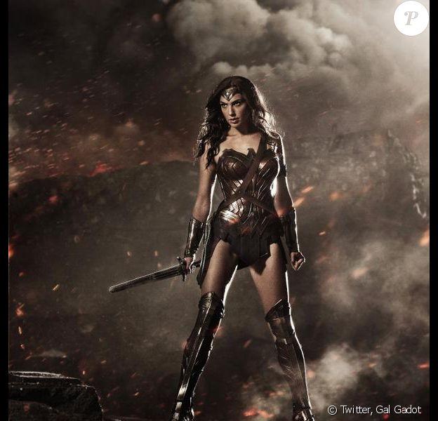 Gal Gadot en Wonder Woman telle qu'elle devrait apparaitre dans le prochain Batman v Superman : Dawn of Justice, photo publiée sur son compte Twitter le 26 juillet 2014