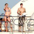 Justin Bieber, en vacances sur un yacht avec l'actrice Michelle Rodriguez et des amis. Ibiza, le 30 juillet 2014.