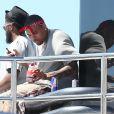 Chris Brown et son entourage se détendent sur un bateau à Saint-Tropez. Le 31 juillet 2014.