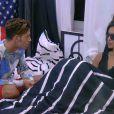 Sacha discute avec Leïla (dans Secret Story 8, le samedi 9 août 2014.)