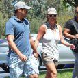 Britney Spears et son compagnon David Lucado vont faire du shopping dans un centre commercial à Los Angeles, le 13 juillet 2014.