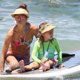 Alessandra Ambrosio et sa fille Anja profitent de la plage à Maui. Hawaï, le 15 août 2014.