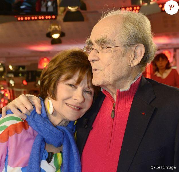 """Macha Méril et Michel Legrand ont officialisé leur histoire d'amour et annoncé leur mariage sur le plateau de l'émission """"Vivement dimanche"""" à Paris le 9 mars."""