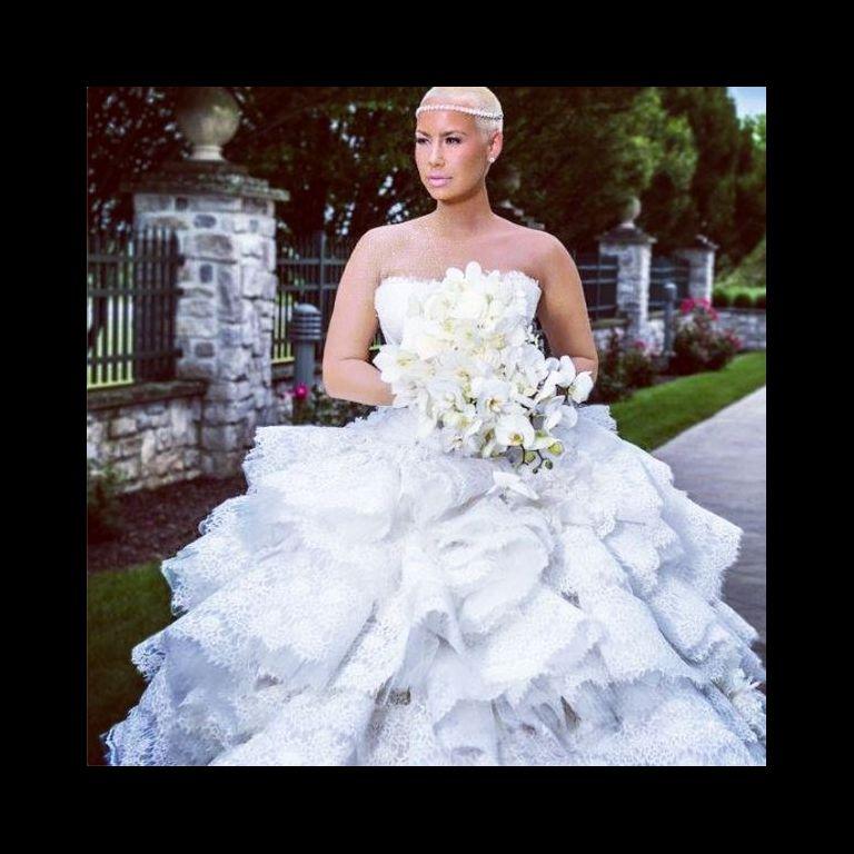 Amber Rose en robe de mariée lors de ses noces avec Wiz Khalifa. Le