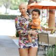 Amber Rose et son fils Sebastian à West Hollywood, Los Angeles, le 28 mars 2014.