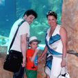 Anna Netrebko, son fiancé Yusif et son fils Tiago à l'aquarium de Vienne en juillet 2014. La soprano russe Anna Netrebko a fêté ses fiançailles avec le ténor azerbaïdjanais Yusif Eyvazov, en présence de son fils Tiago (5 ans), le 19 août 2014 à Salzbourg, en marge de sa participation au Festival dans le rôle de Leonora pour Il Trovatore de Verdi, avec Placido Domingo.