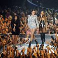 Nicki Minaj, Jessie J et Ariana Grande interprètent Bang Bang lors des MTV Video Music Awards 2014 au Forum. Inglewood, Los Angeles, le 24 août 2014.