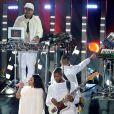 Nicki Minaj et Usher interprètent She came to give it to you lors des MTV Video Music Awards 2014 au Forum. Inglewood, Los Angeles, le 24 août 2014.