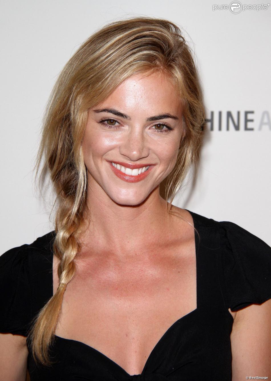 """Emily Wickersham à la première de la serie """"The Bridge"""" à Los Angeles, le 8 juillet 2013."""