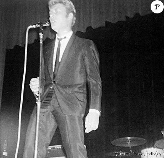 Johnny Hallyday et Bobbie Clarke dans les années 1960. Le rockeur est très touché par le décès de son vieil ami, août 2014.