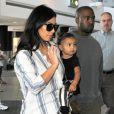 Kim Kardashian, son mari Kanye West et leur fille North à l'aéroport de Los Angeles. Le 1er septembre 2014.