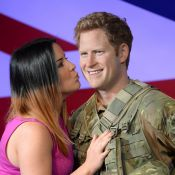 Prince Harry : En treillis, les filles sont folles de lui !