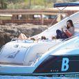 Exclusif - Liv Tyler, son compagnon Dave Gardner et son fils Milo Langdon passent une journée sur un bateau pendant leurs vacances à Formentera, le 26 août 2014.