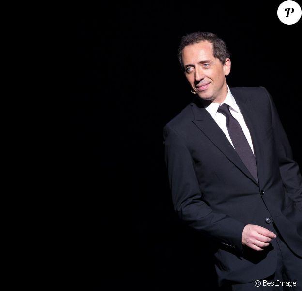 """Exclusif - Gad Elmaleh sur scène pour son spectacle """"Sans Tambour"""" à l'Opéra de Paris, le 16 mars 2014."""