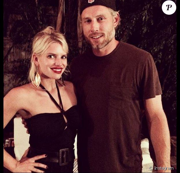 Jessica Simpson pose avec son mari Eric Johnson à la fête d'anniversaire de celui-ci, à Beverly Hills, le 15 septembre 2014.