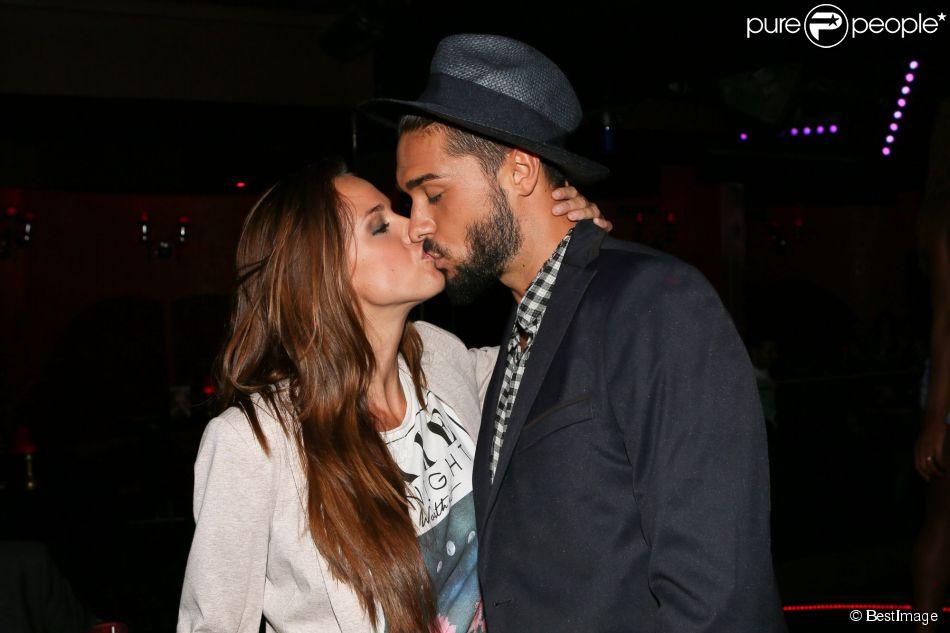 """Julien Guirado et sa petite-amie Vanessa Lawrens toujours plus amoureux lors de la soirée de lancement de la chaîne """"Tv Penthouse Black"""" au Penthouse Club à Paris, le 18 septembre 2014"""