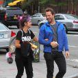 Lily Allen et son ami Derek Blasberg du magazine Harper's Bazaar dans les rues de New York, le 21 septembre 2014.