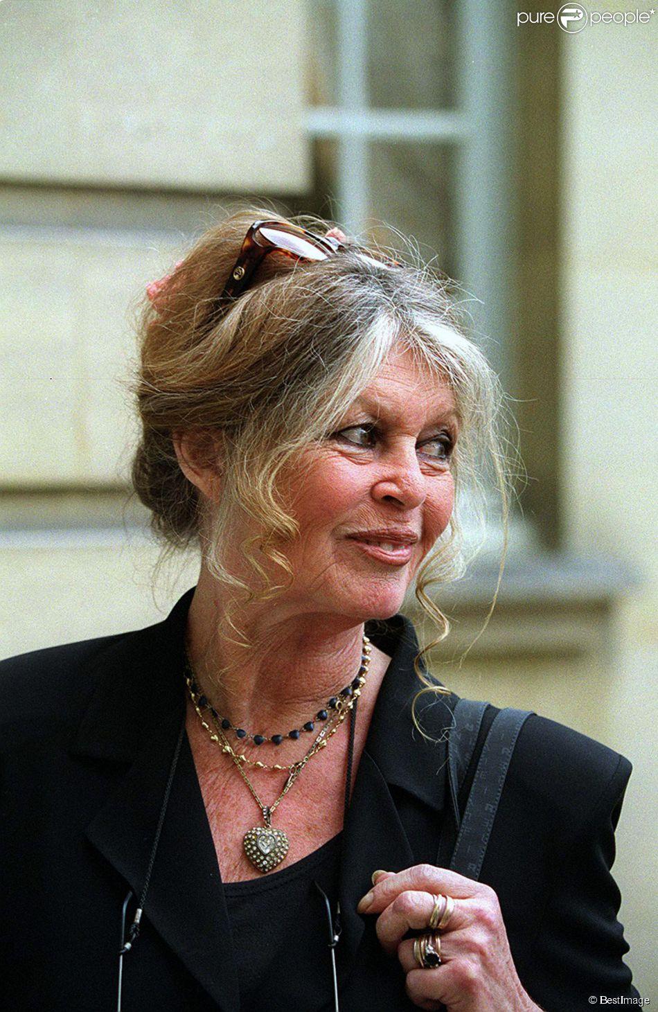 Brigitte Bardot et son cancer du sein : ''Je l'ai traité avec mépris'' - Purepeople