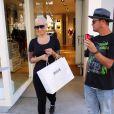 Amber Rose fait du shopping sans son alliance à Beverly Hills, le 23 septembre 2014, jour où elle a demandé le divorce de Wiz Khalifa.