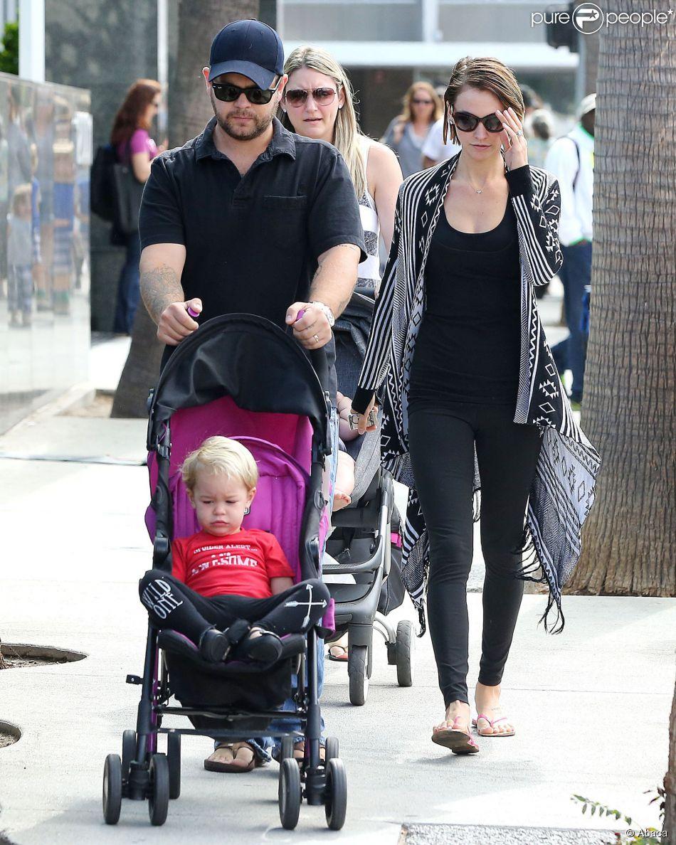 Jack Osbourne en promenade avec sa femme et sa fille, à Beverly Hills, Los Angeles, le 29 septembre 2014
