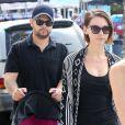 Jack Osbourne en promenade avec sa femme Lisa et sa fille, à Beverly Hills, Los Angeles, le 29 septembre 2014