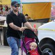 Jack Osbourne en promenade avec sa femme et sa fille Pearl à Beverly Hills, Los Angeles, le 29 septembre 2014