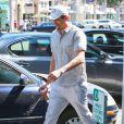 Ashton Kutcher se promène à Beverly Hills, le 16 septembre 2014.