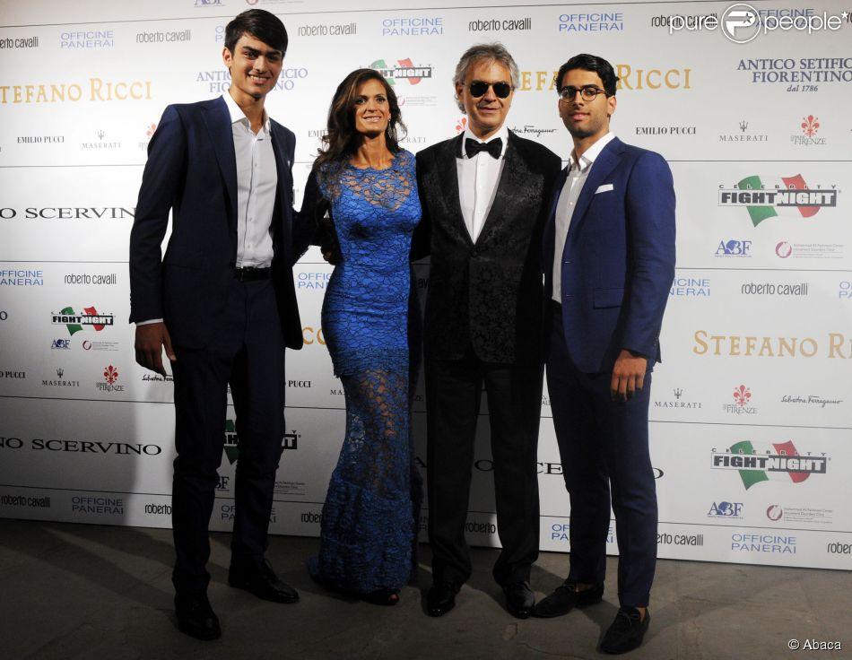 Veronica Berti, Andrea Bocelli et ses fils Amos et Matteo au gala de charité Celebrity Fight Night, en faveur de la Fondation Andrea Bocelli et du Centre Parkinson Mohamed Ali, au Palazzo Vecchio à Florence, le 7 septembre 2014.