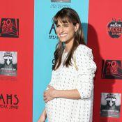 Amanda Peet enceinte : Sublime, l'actrice affiche son baby-bump sur tapis rouge